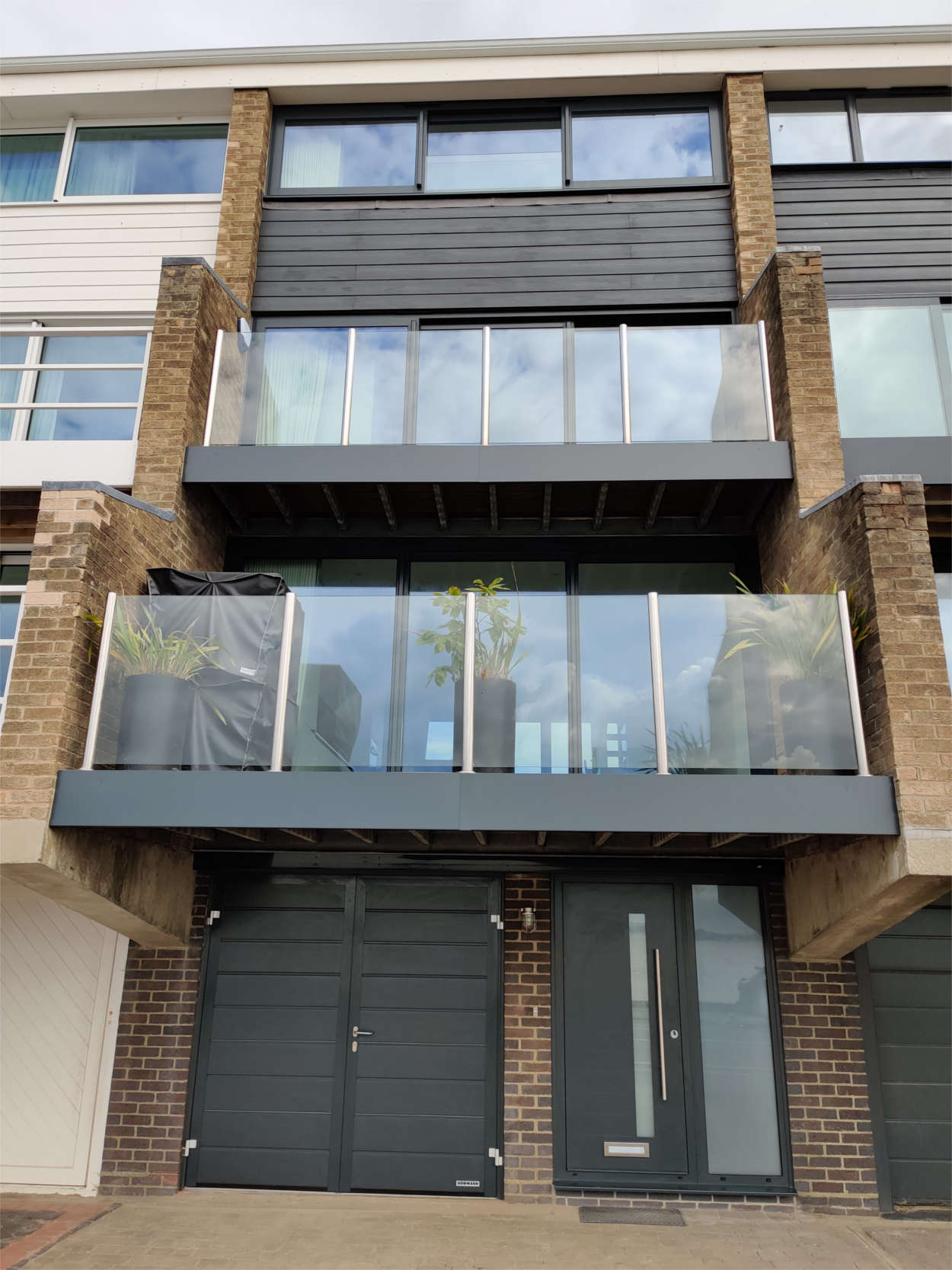 Glass balcony & Modern anthracite windows and doors